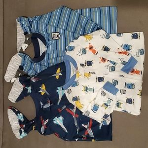 Bundle of 3 footed Carter's pajamas size 24 months
